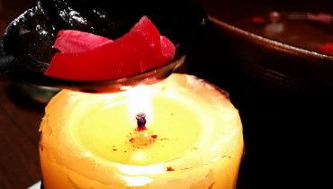 Kerze an - jetzt wird geschmolzen